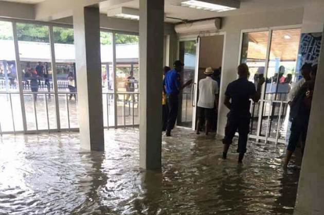 Inondation à l'aéroport international de Port-au-Prince airport