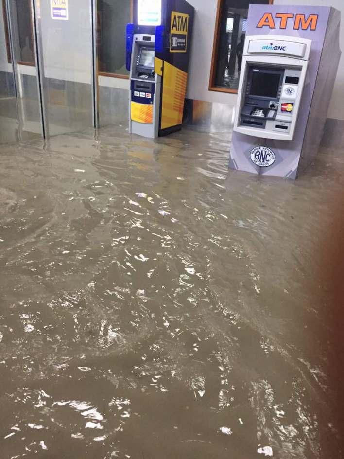 Inondation à l'aéroport international de Port-au-Prince img 20170502 wa0011