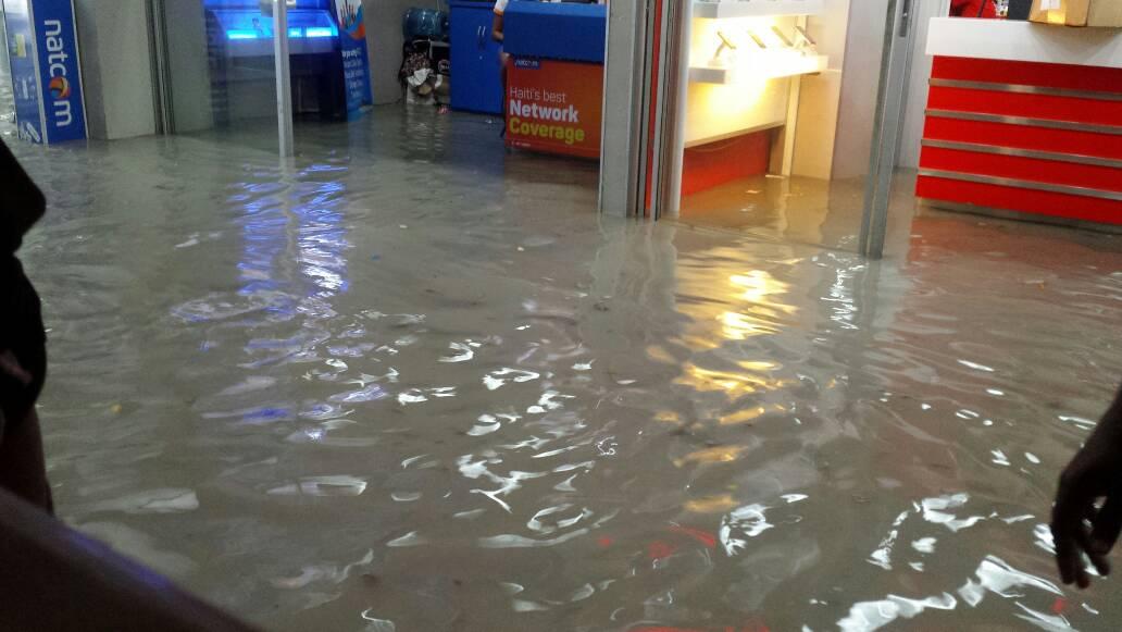 Inondation à l'aéroport international de Port-au-Prince