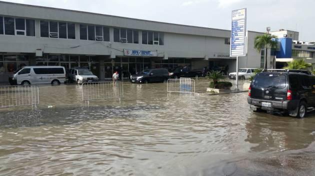 Inondation à l'aéroport international de Port-au-Prince whatsapp image 2017 05 02 at 18 09 38